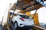 Toyota CH-R 2018 llegando a México en puerto - bajando parte posterior color blanco