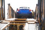 Toyota CH-R 2018 llegando a México en puerto - color azul posterior bajando