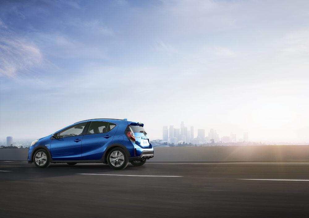 Toyota  Prius c 2018 en México - exterior toma en carretera frente y perfil