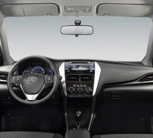 Toyoya Yaris Hatchback 2018 frente interior