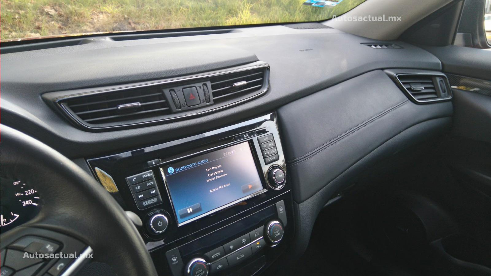 Nissan X-Trail 2018 en prueba y análisis - interior, pantalla touch con comandos por voz