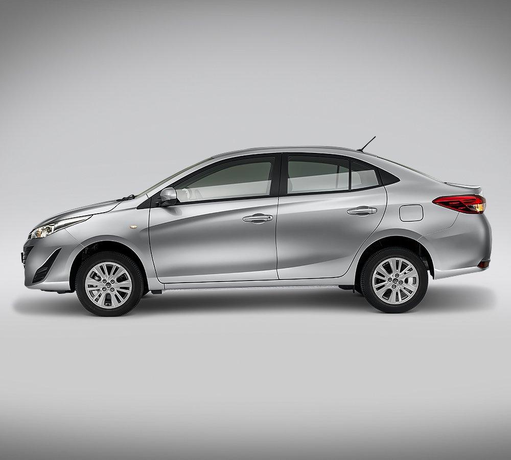 Toyota Yaris Sedán 2018 en México renovado - lateral