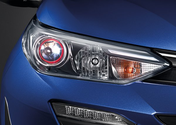 Yaris sedán 2018 luces frontales