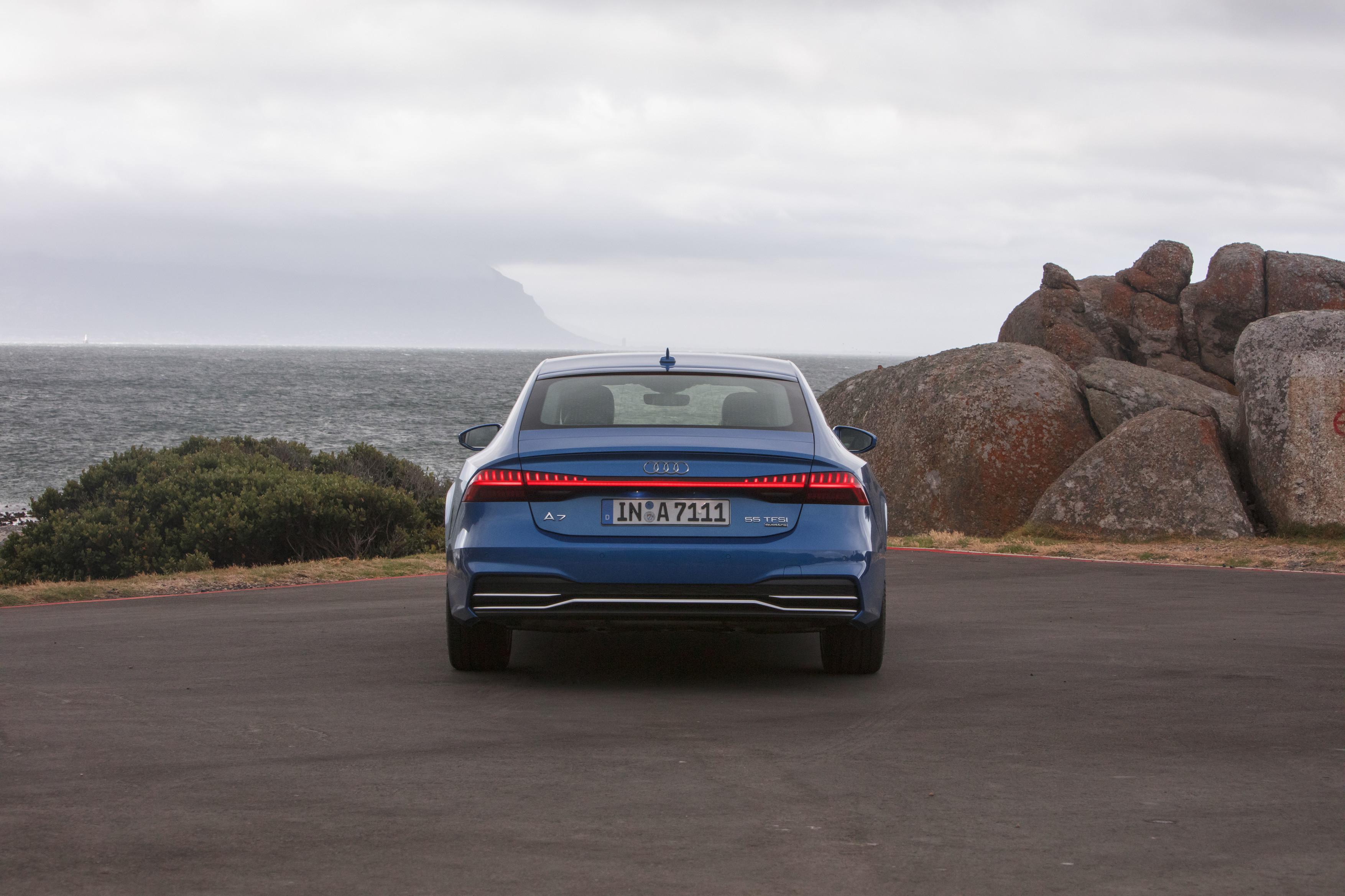 Static photo, Audi A7 Sportback 2019  azul - posterior
