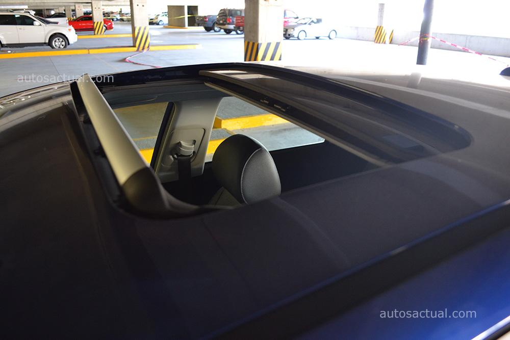 Kia Rio 2018 hatchback prueba en México - en garage, quemacocos eléctrico