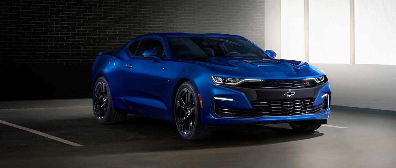 """Chevrolet Camaro SS 2019 fascia frontal con su """"flowtie"""" y salida de aire optimizado - nuevas luces LED frontales"""
