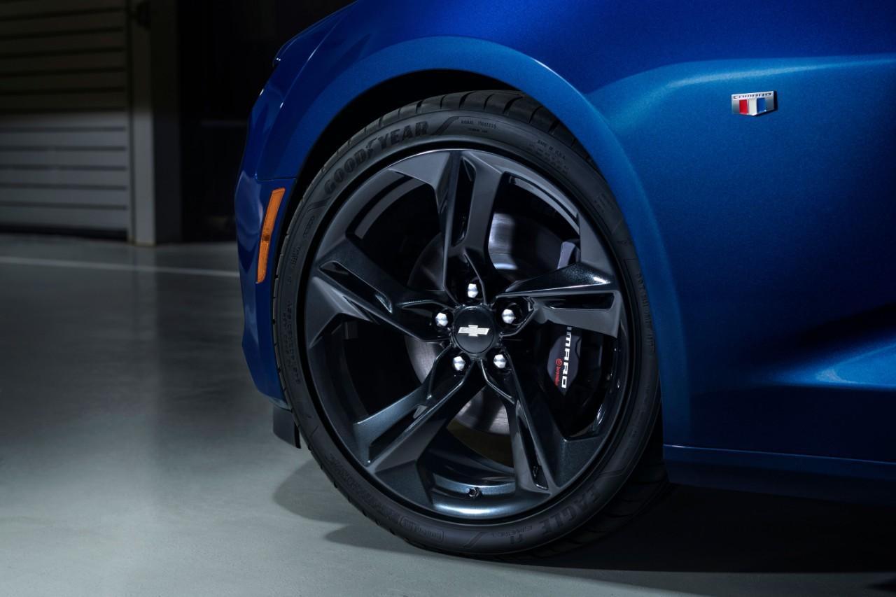 Chevrolet Camaro SS 2019 nuevos rines de 20 pulgadas en color oscuro