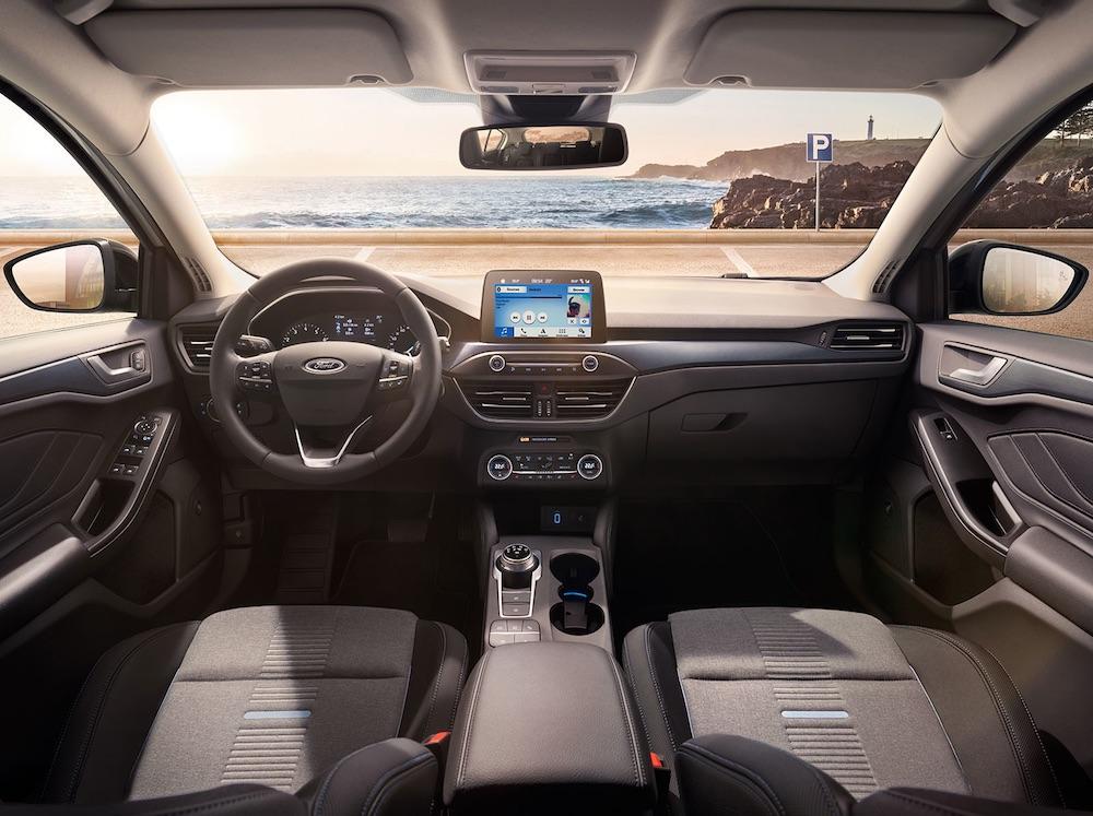 Ford Focus 2019 interior pantalla a color Sync 3, asientos y volante