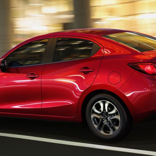 Mazda 2 sedán 2018 lateral