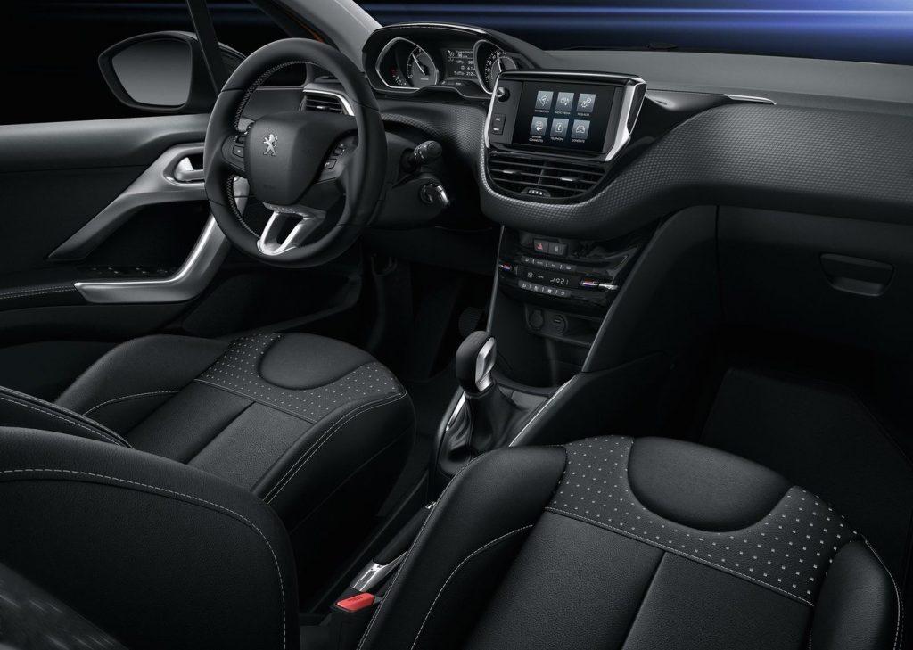 Peugeot 208 PureTech interior
