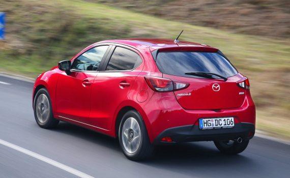 Mazda 2 Hatchback 2019 atrás