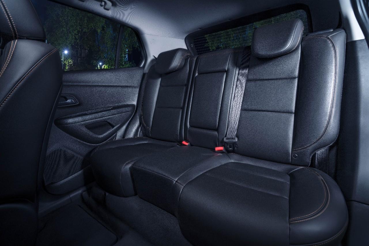 Chevrolet Trax Midnight 2019 interior