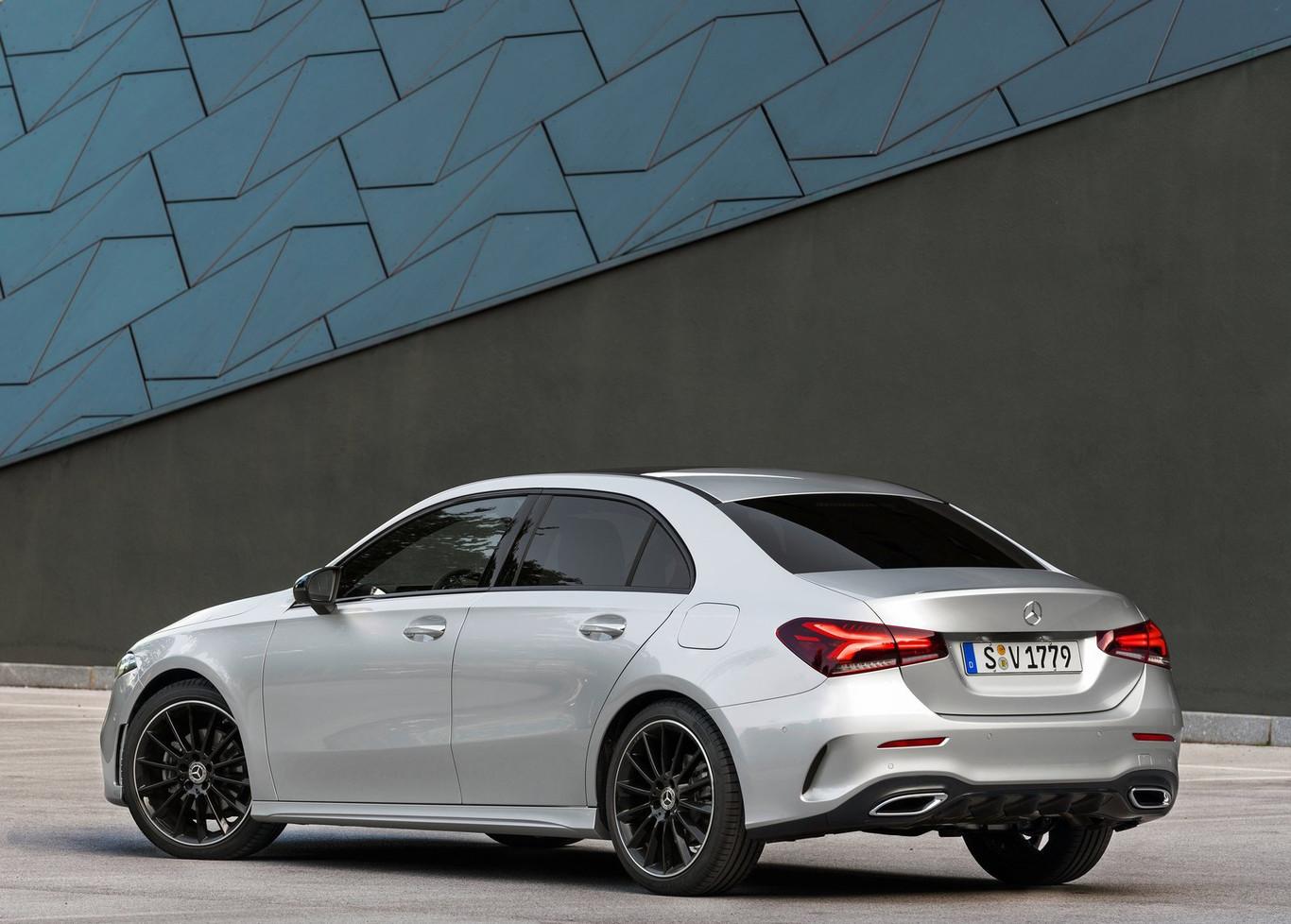 Mercedes-Benz Clase A Sedán posterior