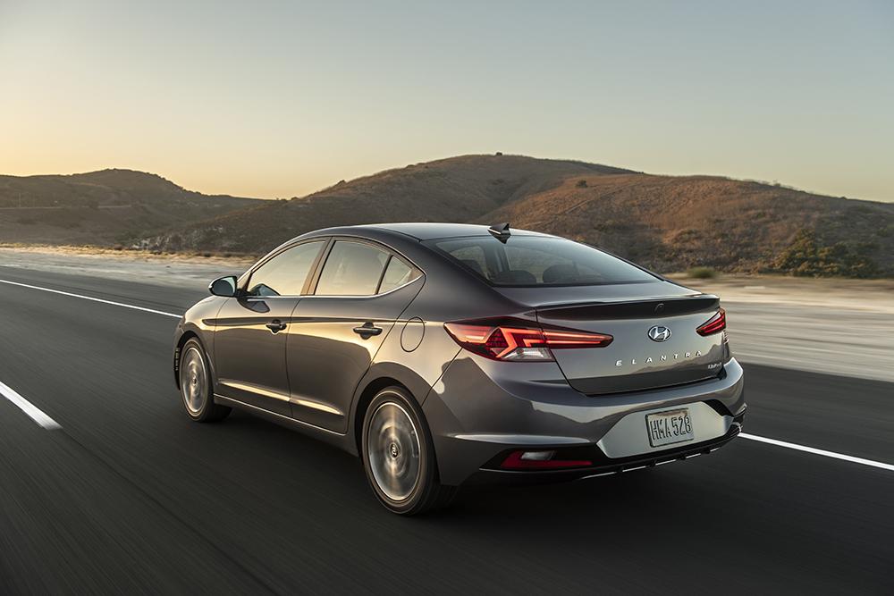 Hyundai Elantra 2019 posterior