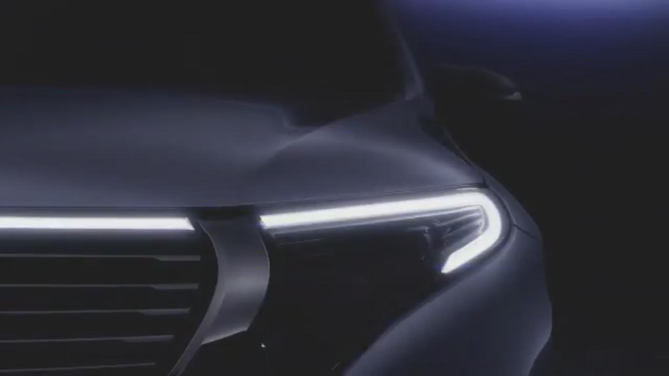 Mercedez-Benz EQC 2019 teaser frente