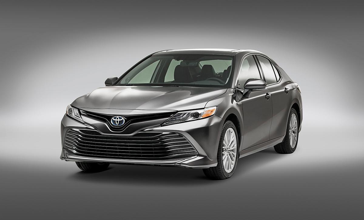 Toyota Camry Híbrido 2018 en México color gris - frente renovado