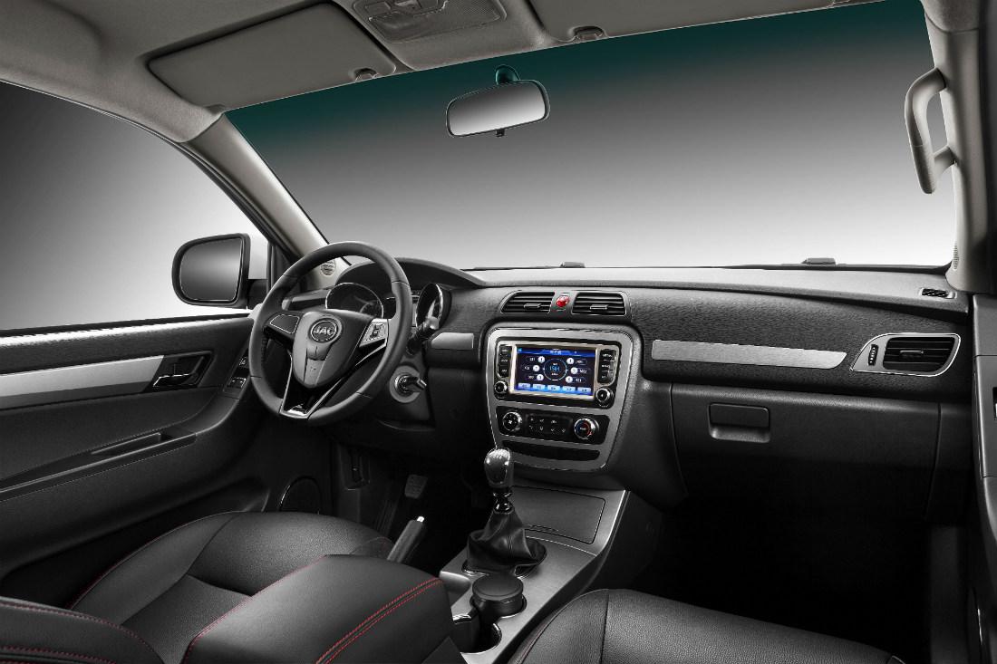 Jac Frison T6 2019 interior con pantalla touch