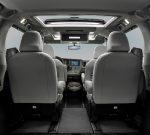 Toyota Sienna 2020 interior con asientos y techo con quemacocos panorámico