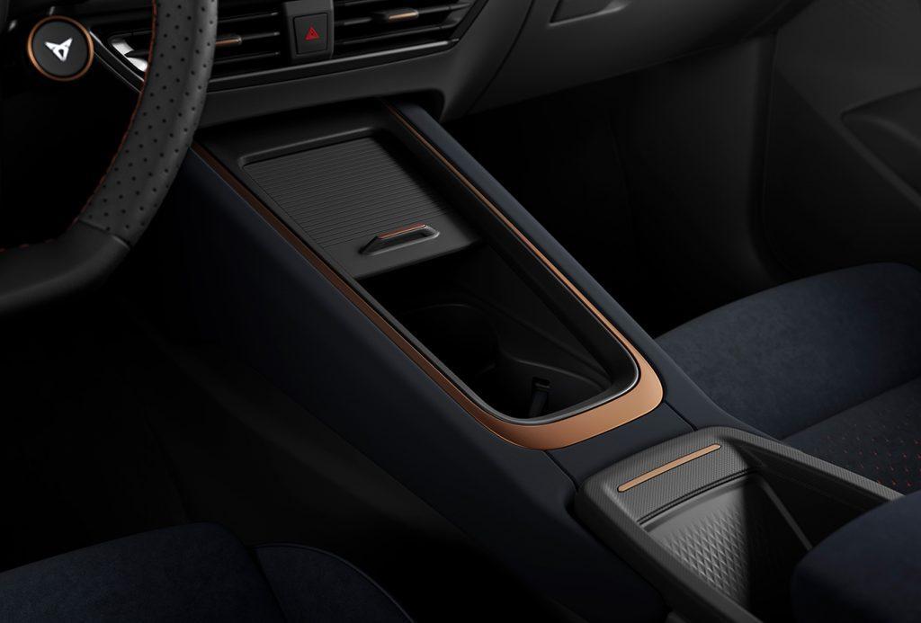 Cupra Born 100% eléctrico interior consola