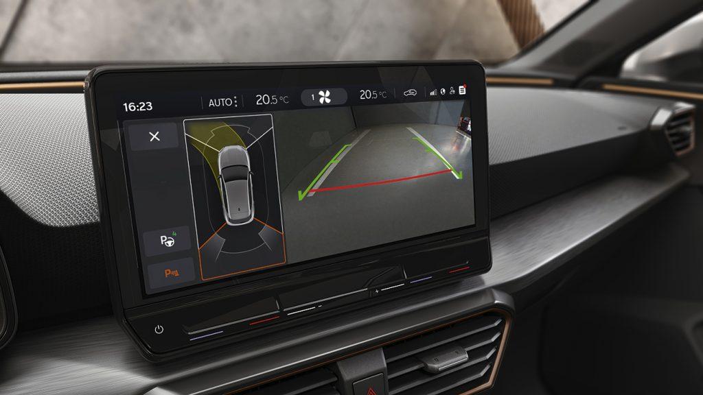 CUPRA León 2021 en México - interior pantalla touch cámara