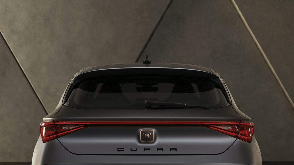 CUPRA León 2021 en México - exterior posterior luces LED y logo CUPRA