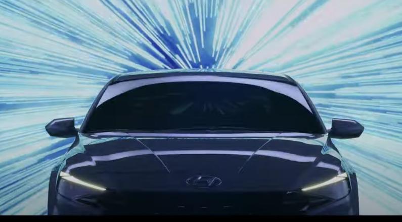 Hyundai Elantra 2022 frente