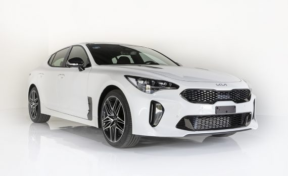 Kia Stinger 2022 en México color blanco