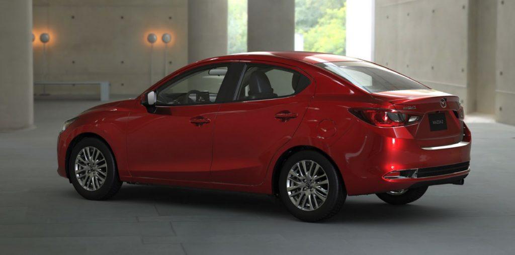 Mazda 2 sedán 2021 en México color rojo posterior