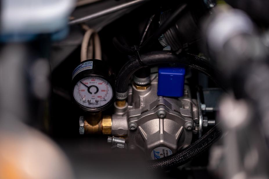 Nissan Np300 conversión a Gas natural detalle motor