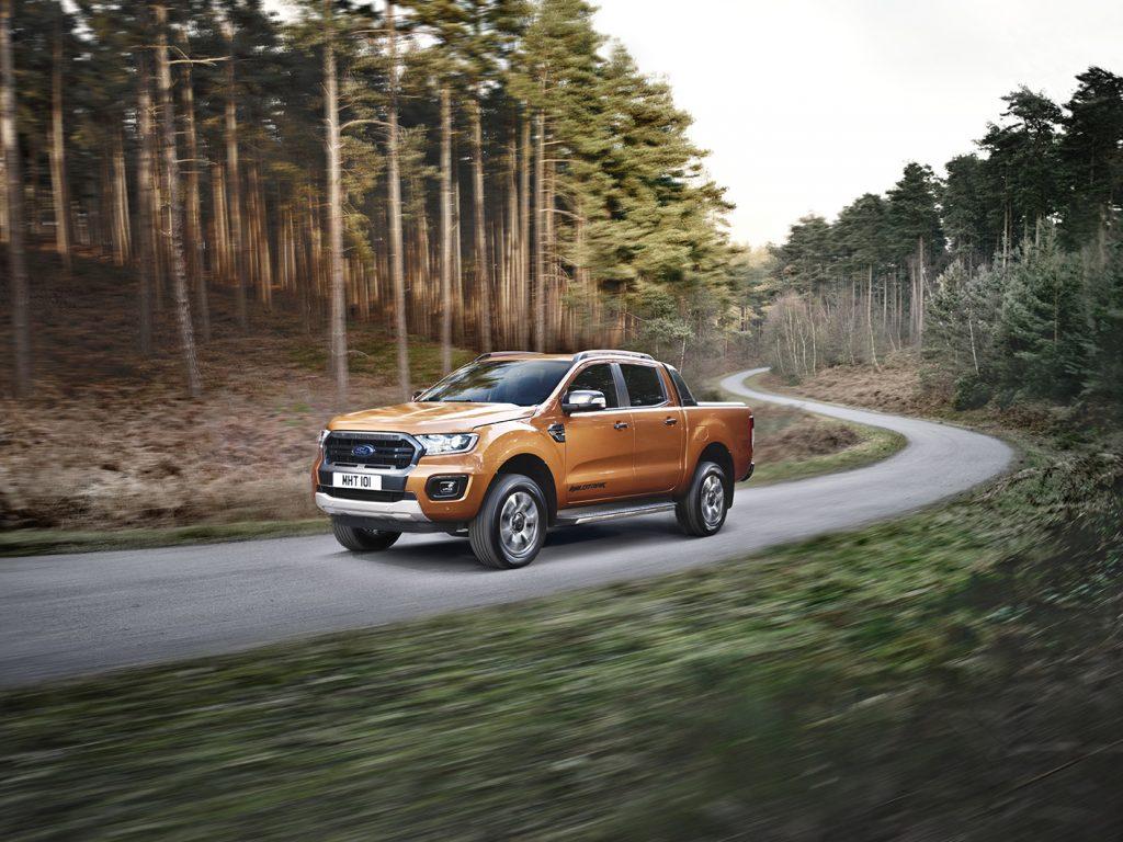 Ford Ranger Wildtrak 2021 en México - diseño exterior en carretera