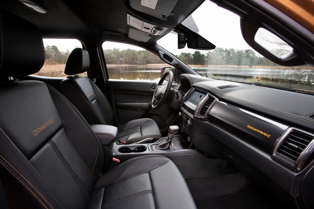 Ford Ranger Wildtrak 2021 en México - diseño interior en piel con costuras