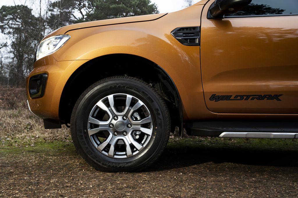 Ford Ranger Wildtrak 2021 en México - diseño exterior, rines de 18 pulgadas bitono