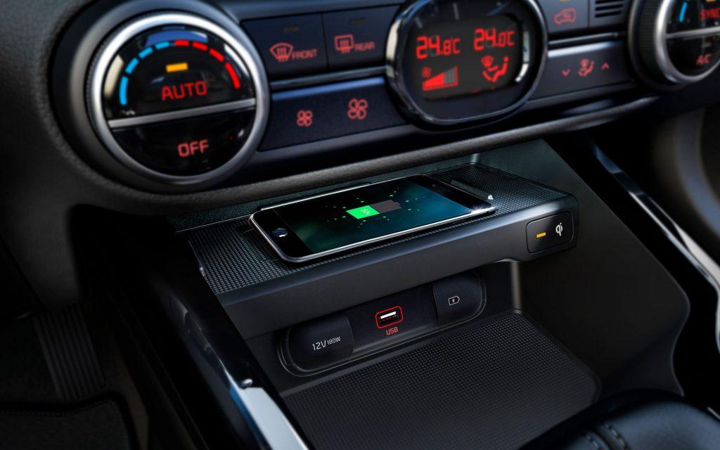 Kia Soul 2022 en México interior cargador inalámbrico y entrada USB