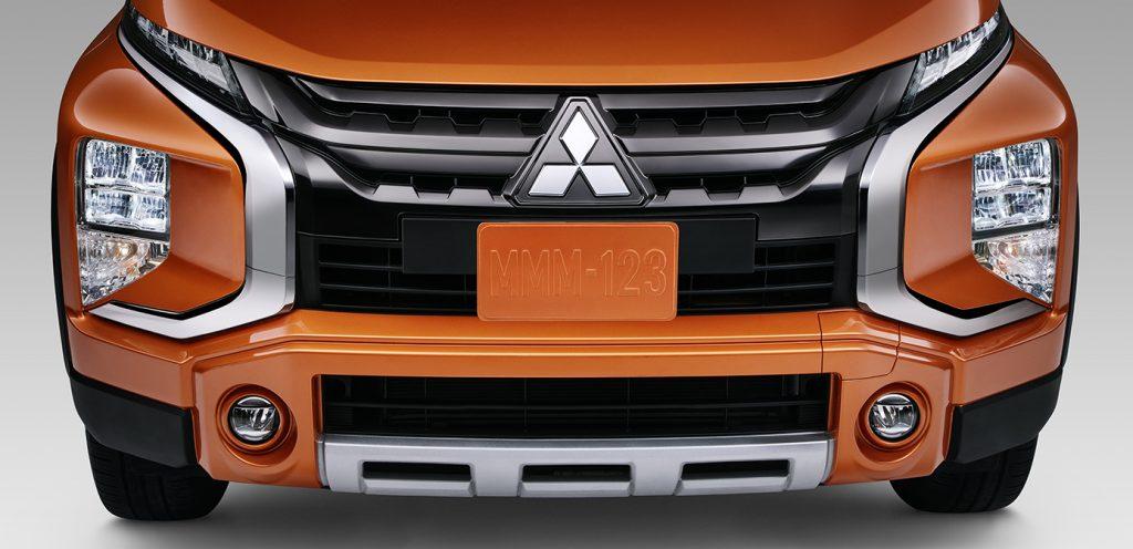 Mitsubishi Xpander Cross 2022 en México color naranja parrilla frontal robusta