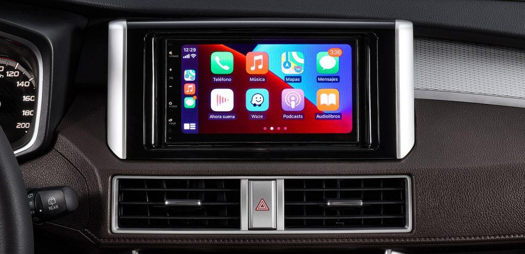 Mitsubishi Xpander Cross 2022 en México interior pantalla touch con Apple Car Play y Android Auto