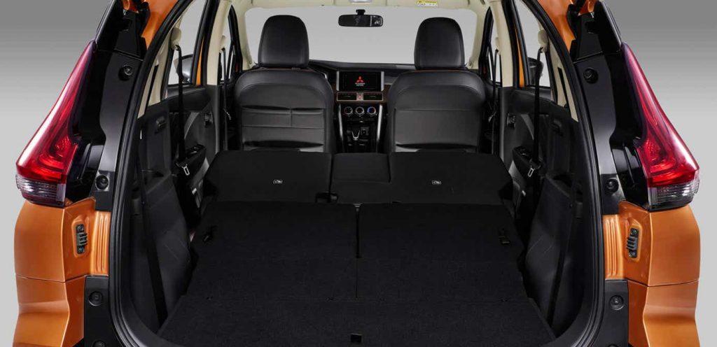 Mitsubishi Xpander Cross 2022 en México interior 7 pasajeros y asientos abatibles