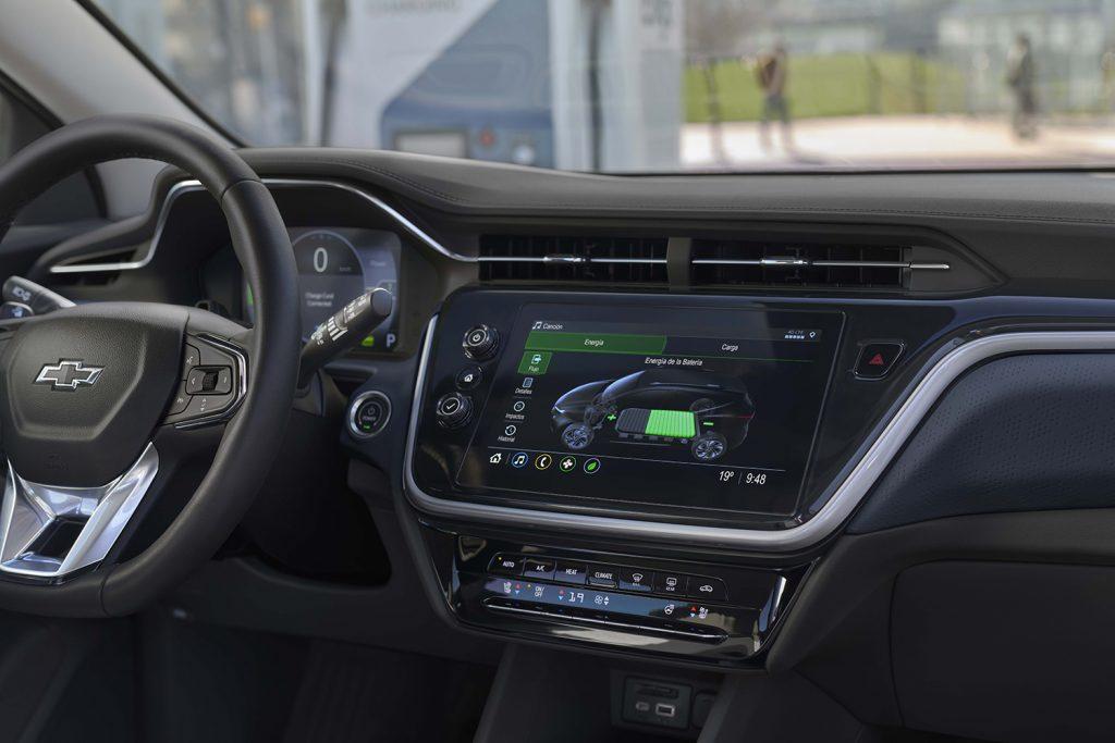Chevrolet Bolt EUV 2022 en México interior, pantalla touch