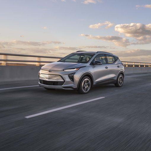 Chevrolet Bolt EUV 2022 en México exterior en carretera