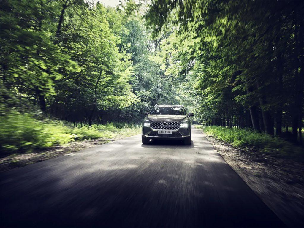 Hyundai Santa Fe 2022 en México - exterior en carretera