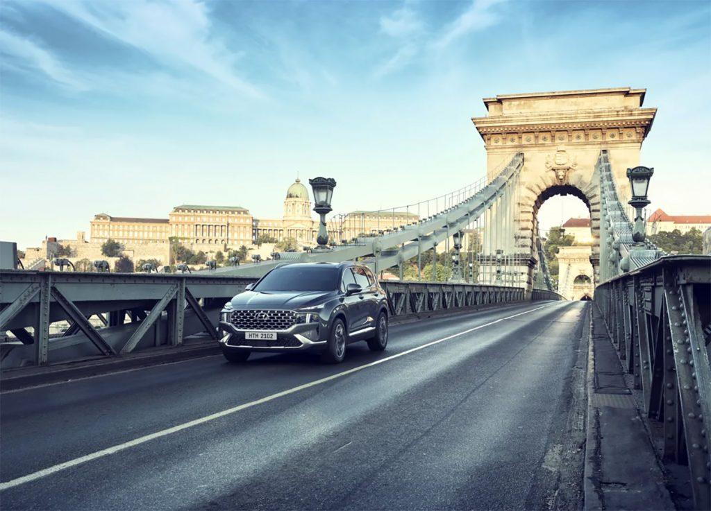 Hyundai Santa Fe 2022 en México - exterior nuevo frente en puente