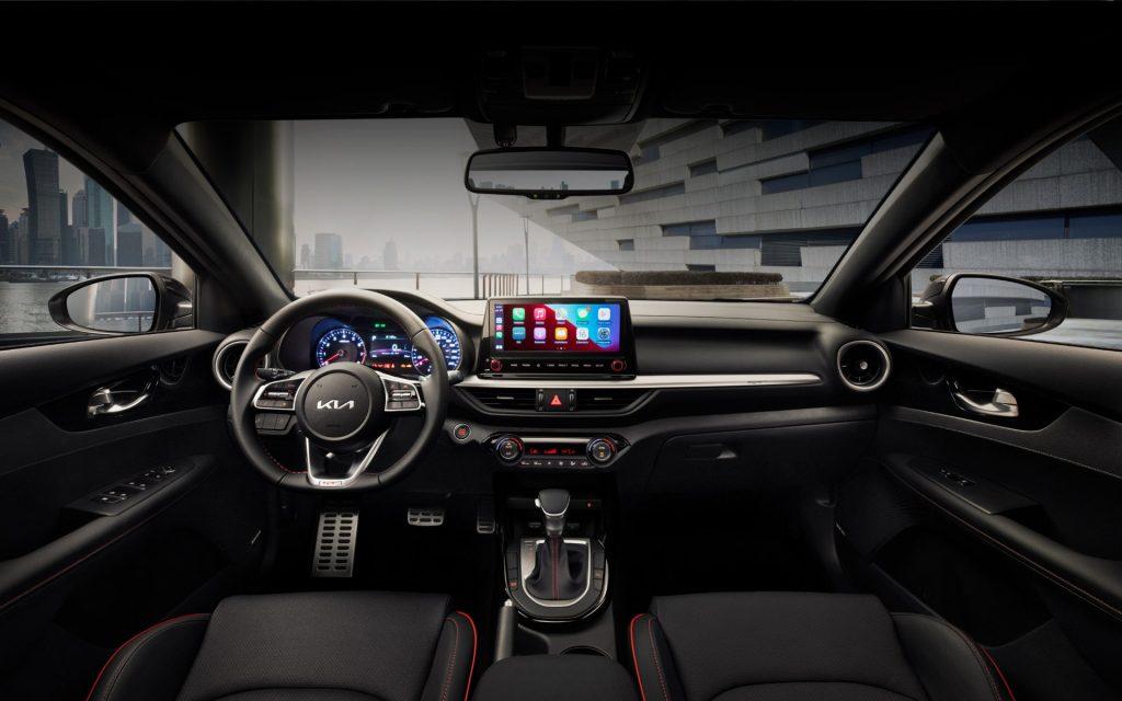 Kia Forte Sedán 2022 en México GT interiores con pantalla touch flotante