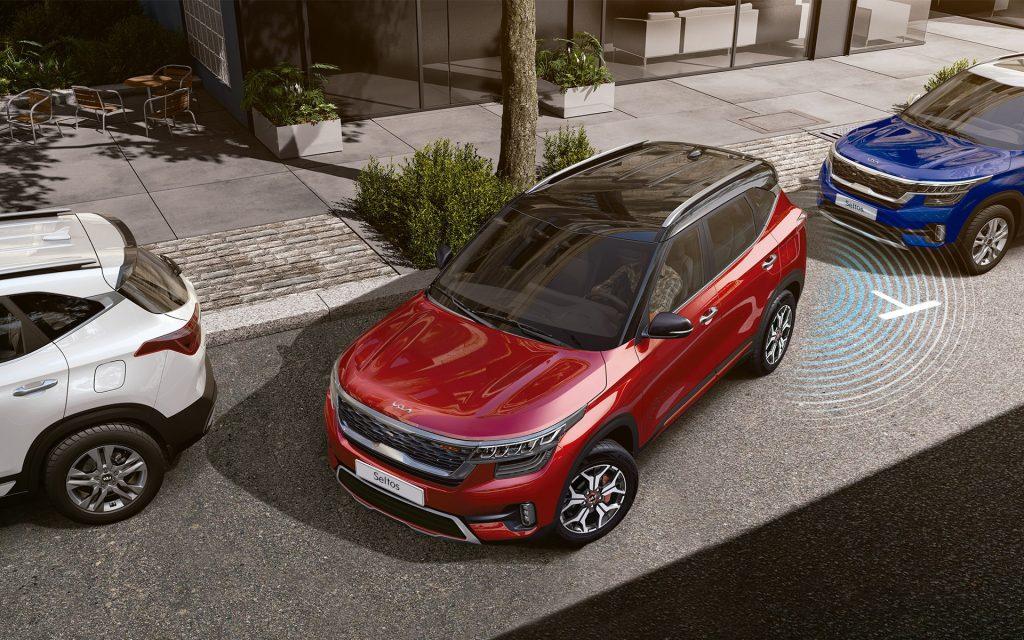 Kia Seltos 2022 en México cámara de reversa con sensores de estacionamiento traseros