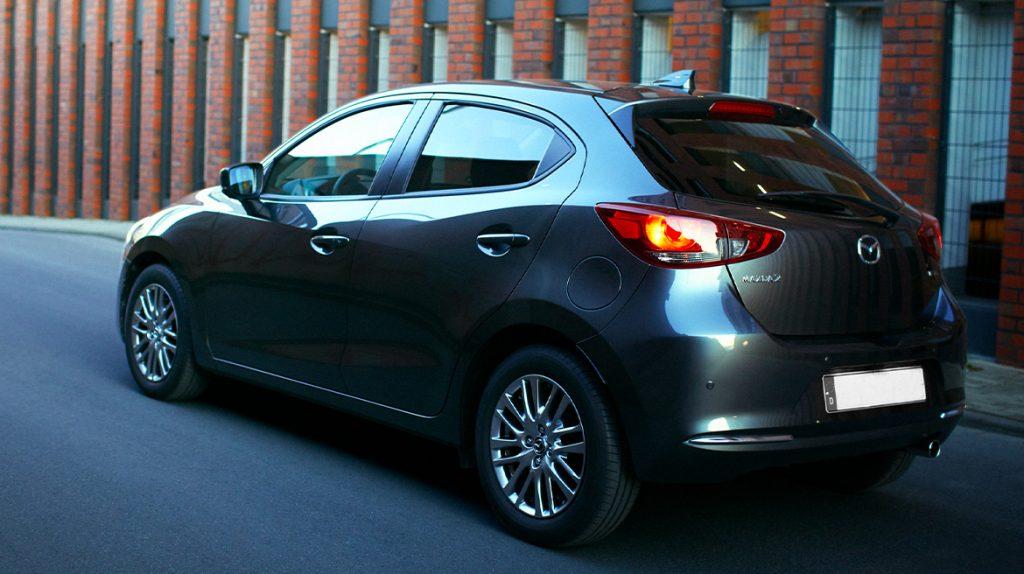 Mazda 2 hatchback 2022 México color gris hatchback