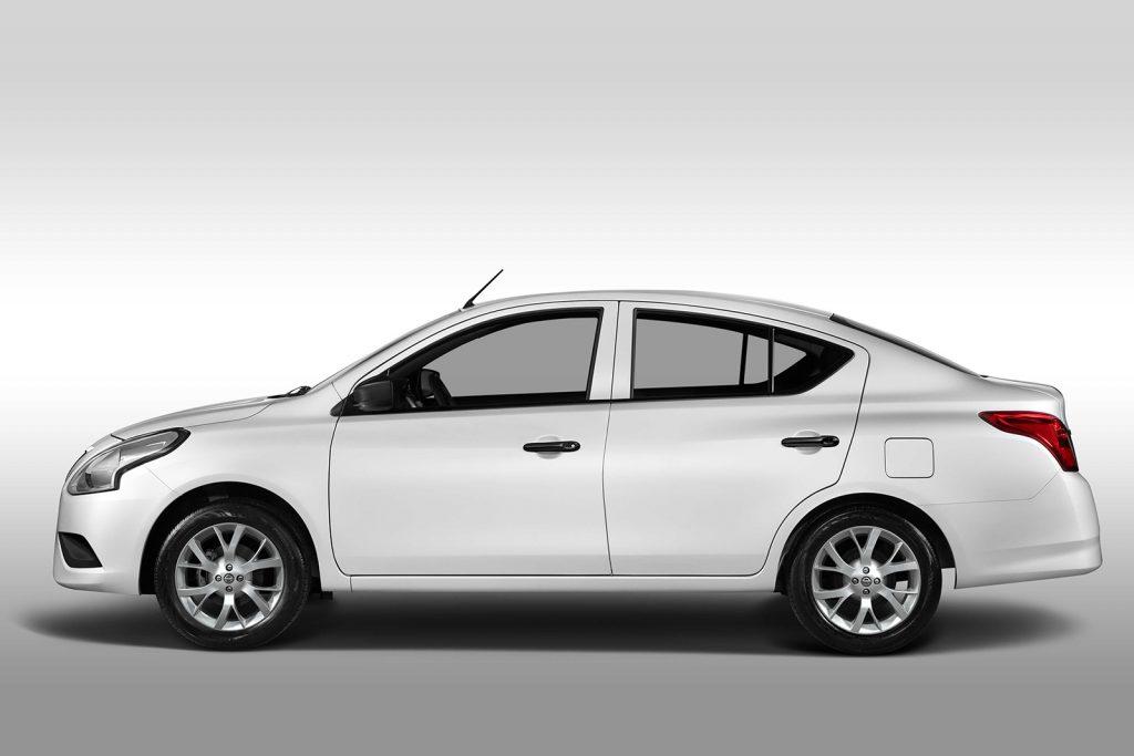 Nissan V Drive 2022 en México color blanco lateral