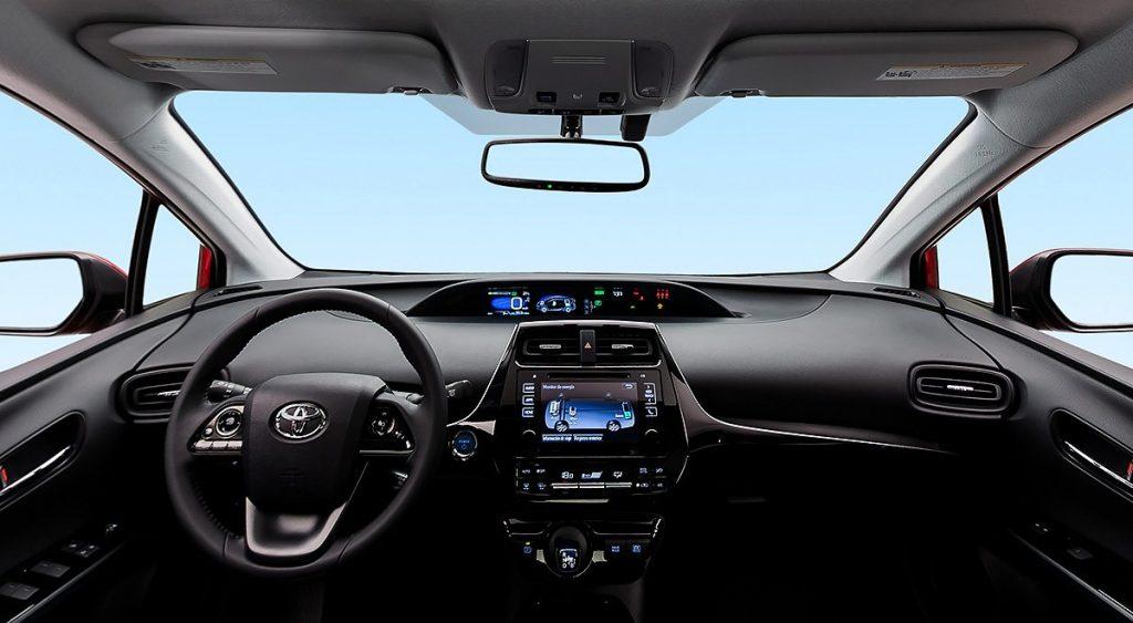 Toyota Prius 2022 en México interior tablero con pantalla a color y amplio clúster