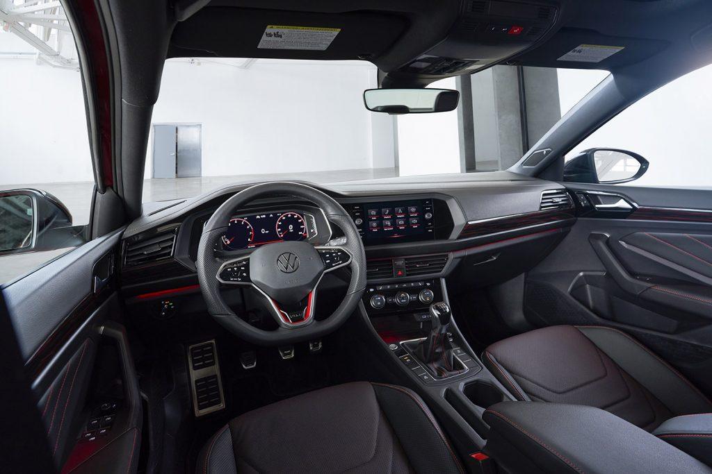 Volkswagen Jetta 2022 en México - interiores volante, tablero y pantalla
