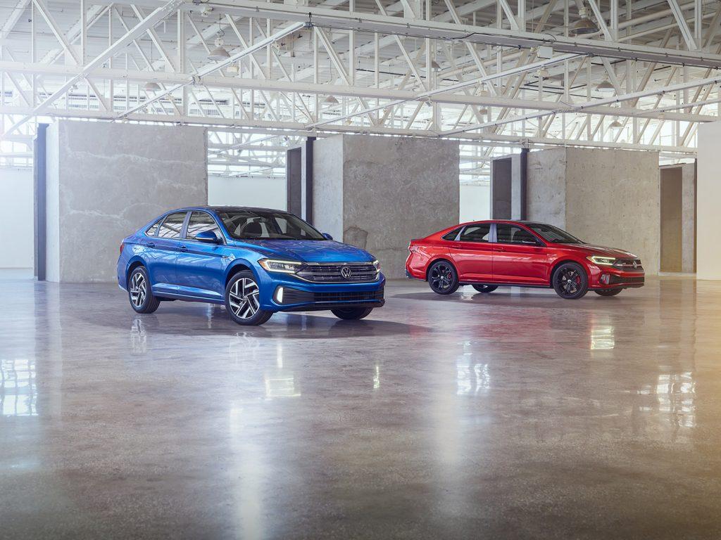 Volkswagen Jetta 2022 en México - renovado color azul y rojo GLI
