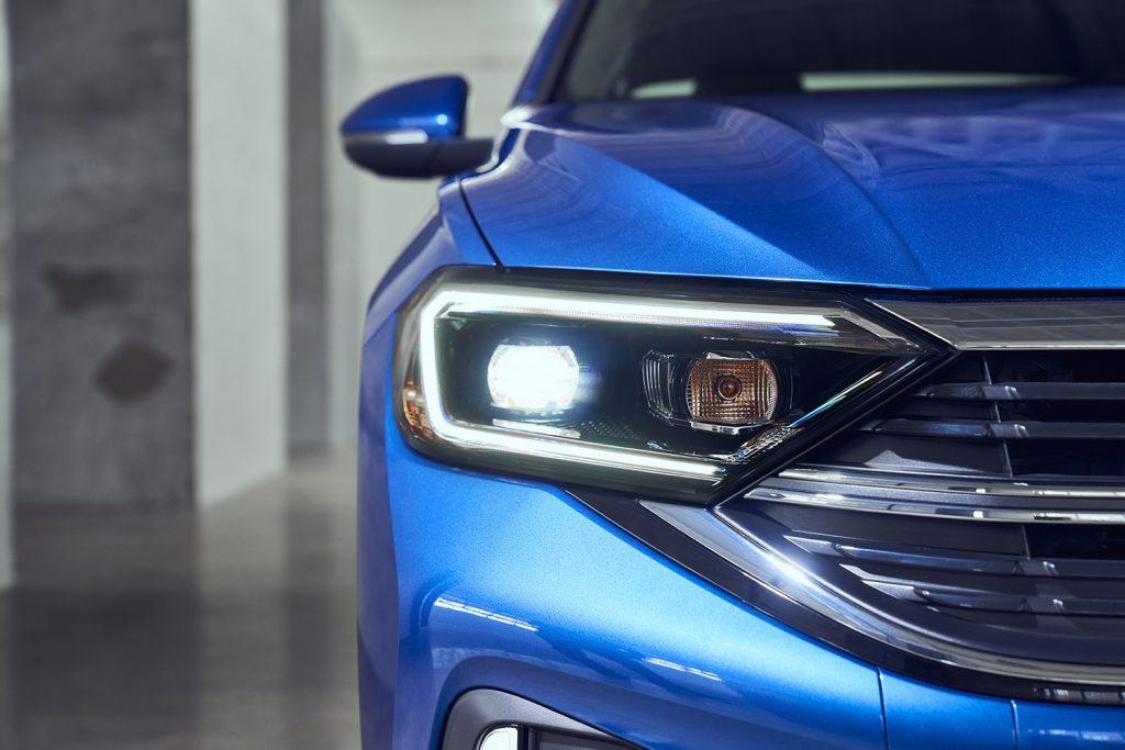 Volkswagen Jetta 2022 en México - exterior faros LED frontales renovados