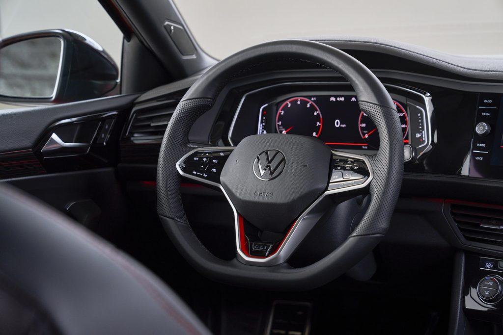 Volkswagen Jetta 2022 en México - renovado volante con vivos rojos GLI