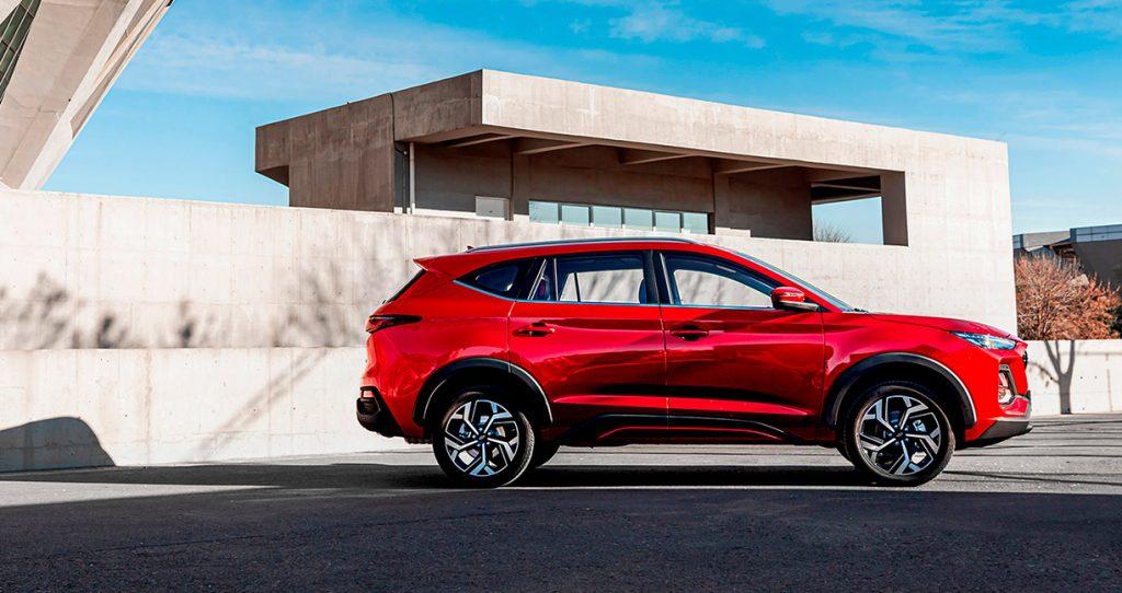 JAC Sei7 Pro 2022 en México color rojo diseño exterior lateral
